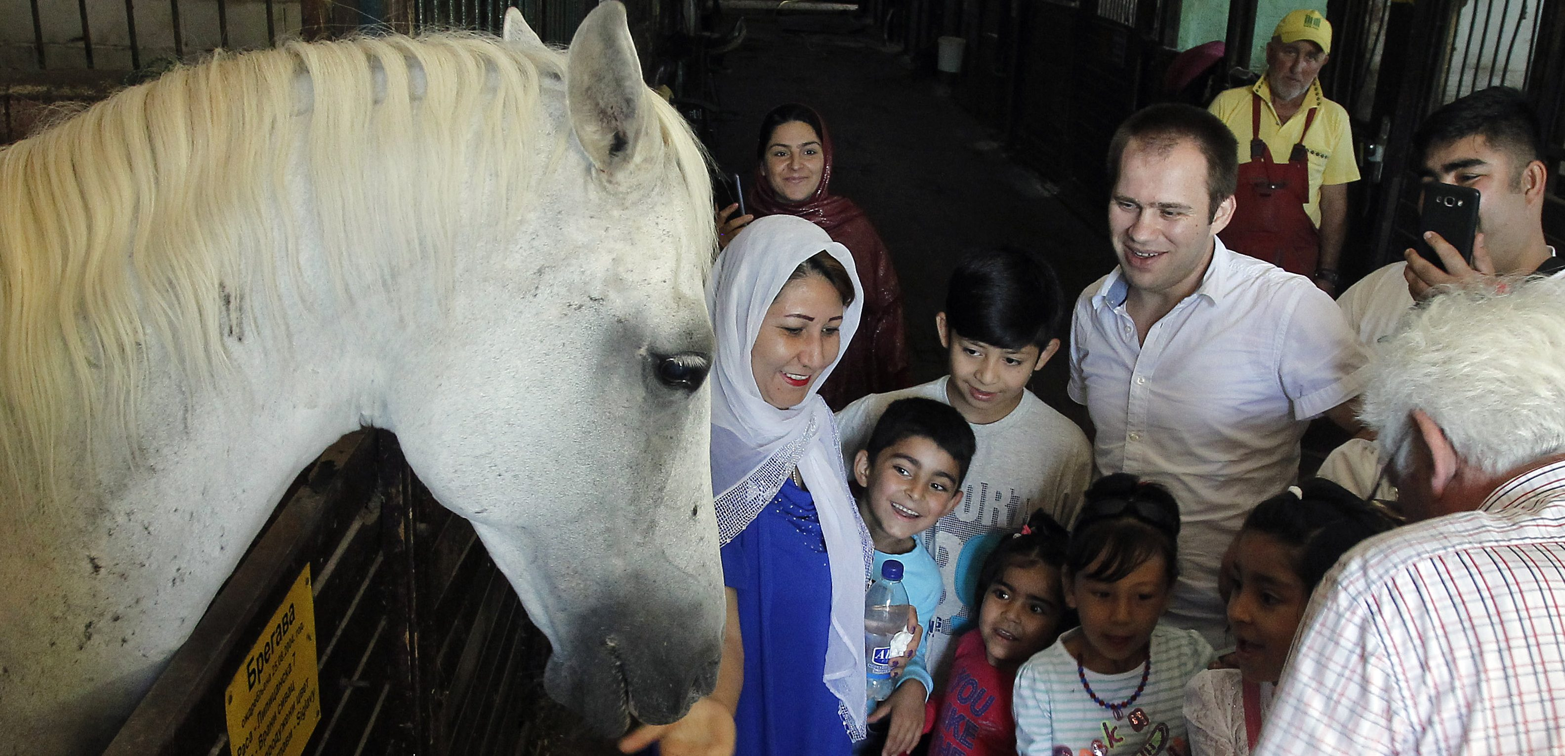 "Migrant Families Paid a Visit to Riding Club ""Čegar"" in Niška Banja"