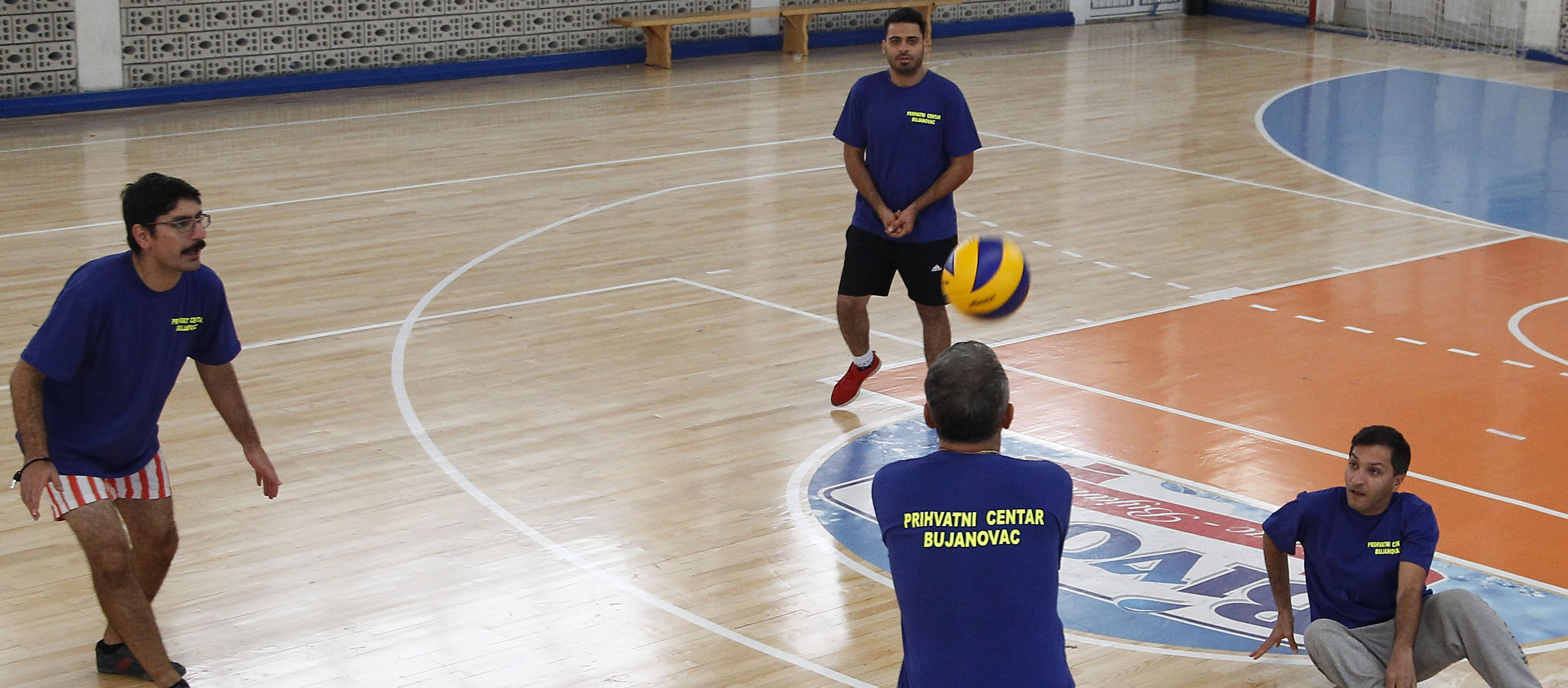 Migrants and volleyball players from Bujanovac in a friendly tournament