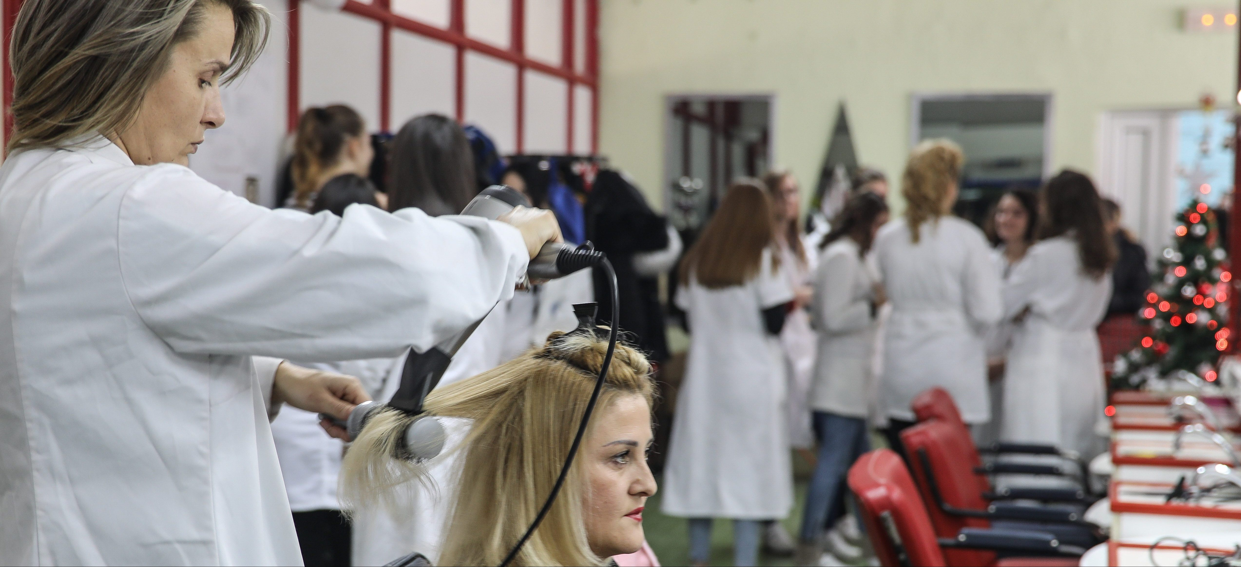 "Migrant girls from Iran made hairstyles in the secondary school ""Sveti Sava"" in Loznica"