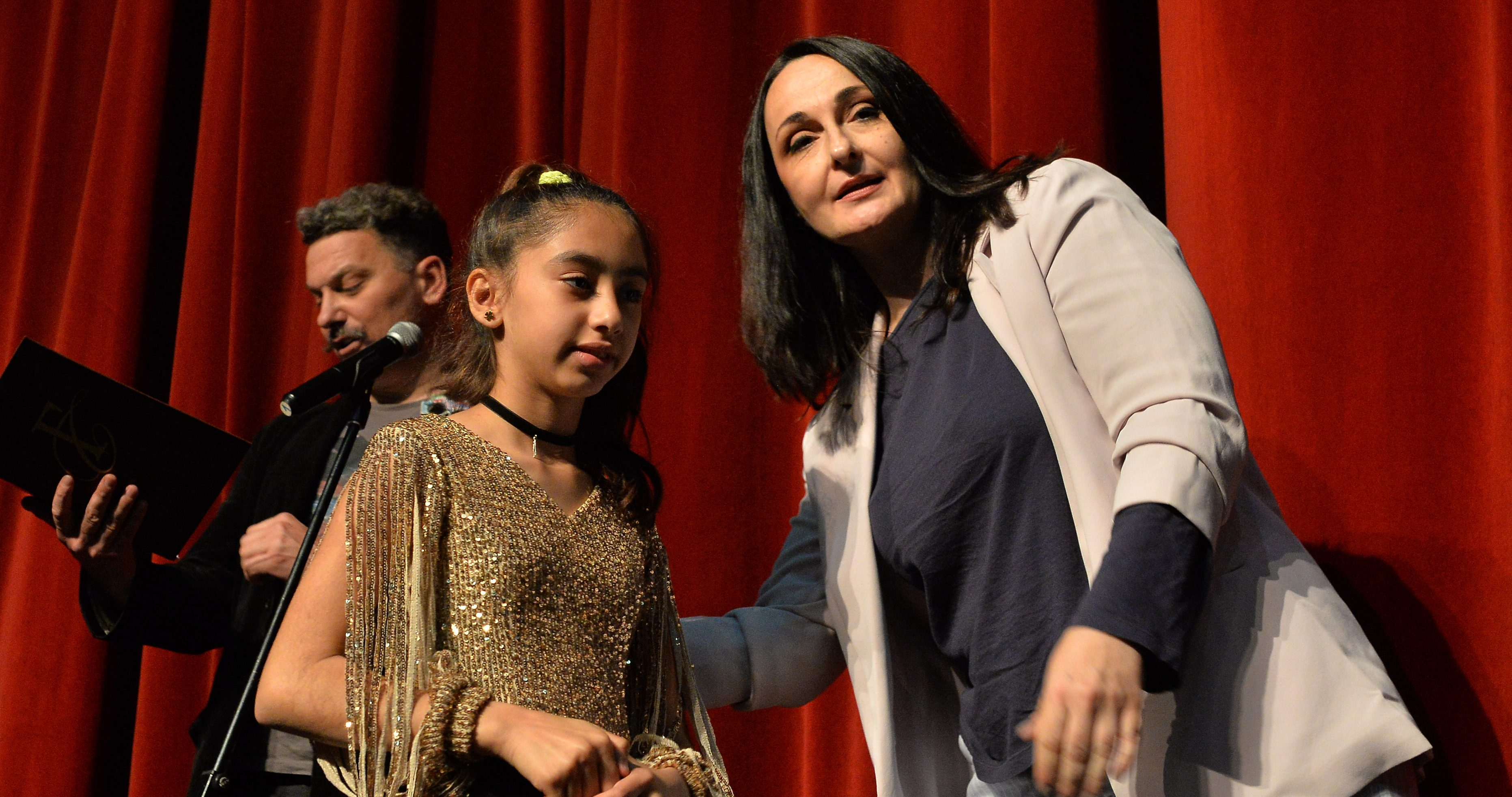 Migrant girls received awards at the literary competition in Aleksinac