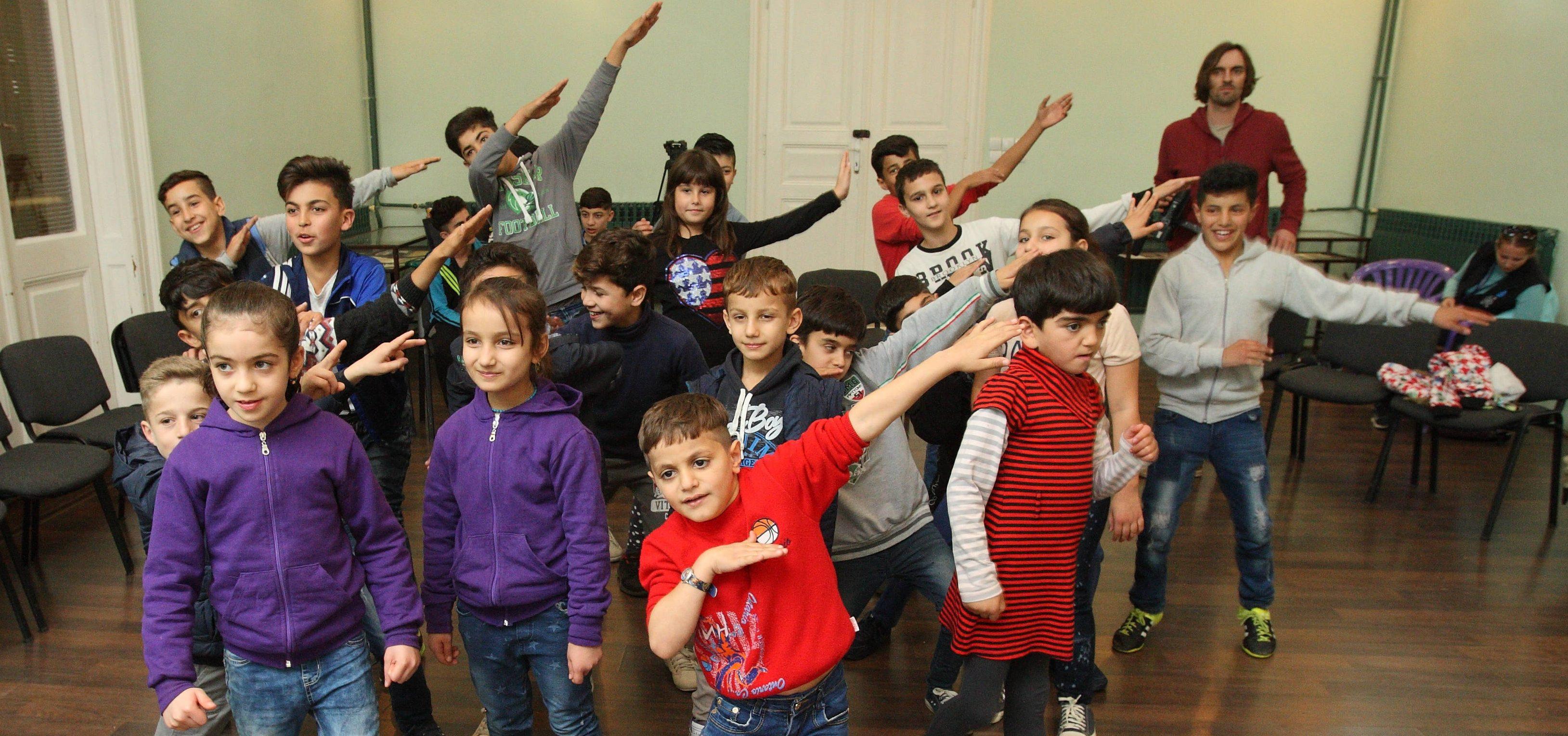Deca migranti učestvovala na radionici sa somborskim osnovcima