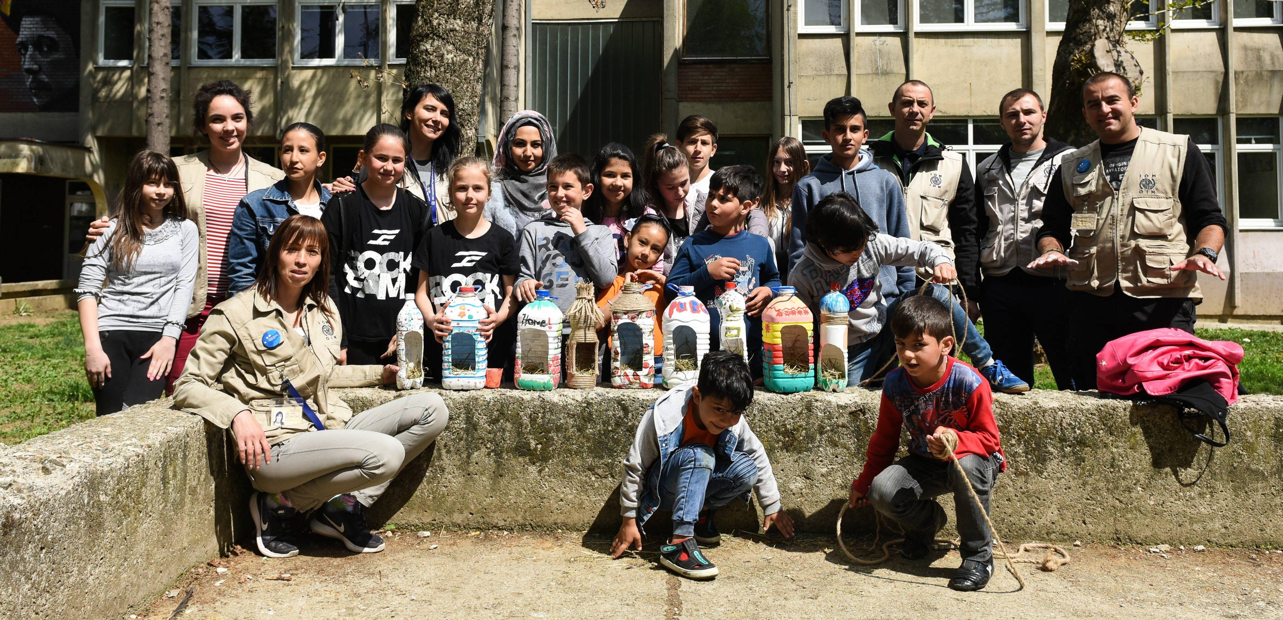 Deca migranti i deca iz Vranja zajedno pravili kućice za ptice