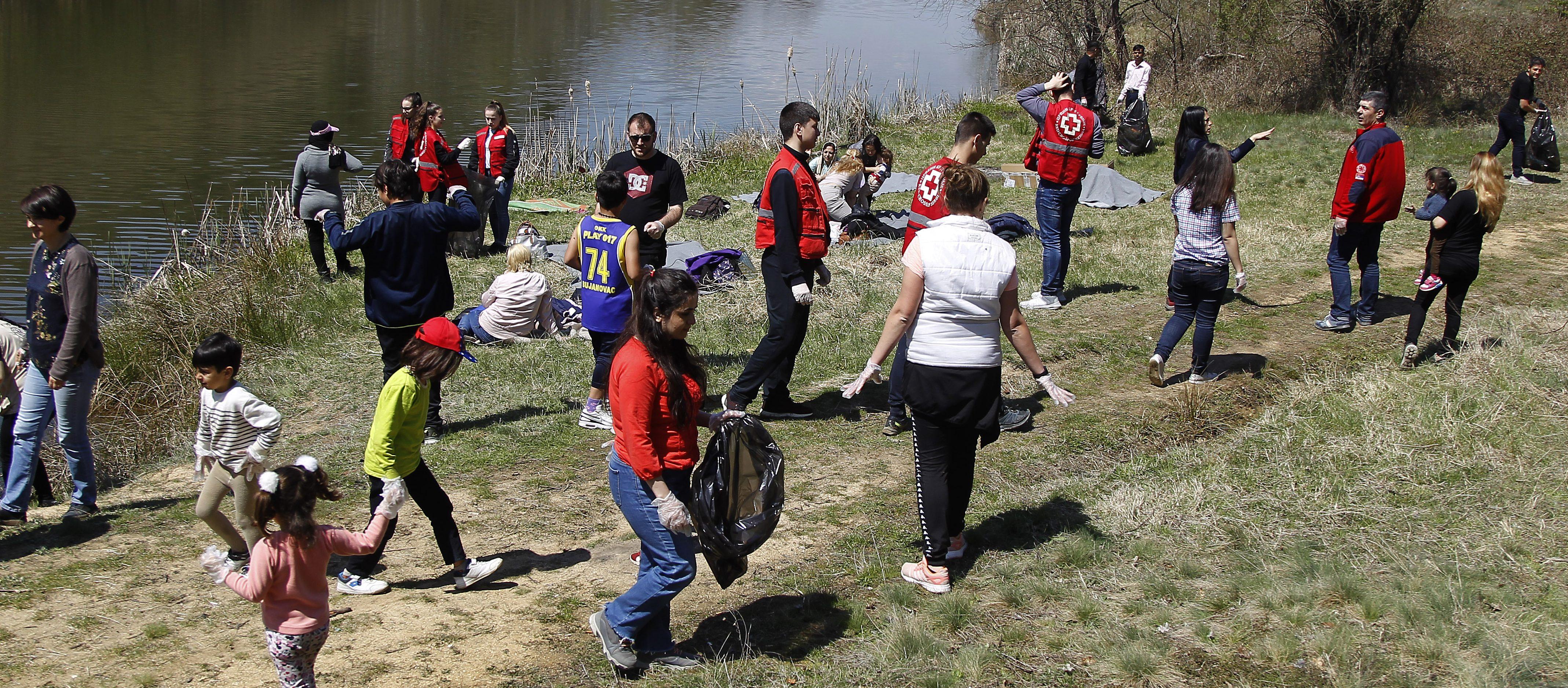 Migranti obeležili Dan planete izletom na Bujanovačkom jezeru