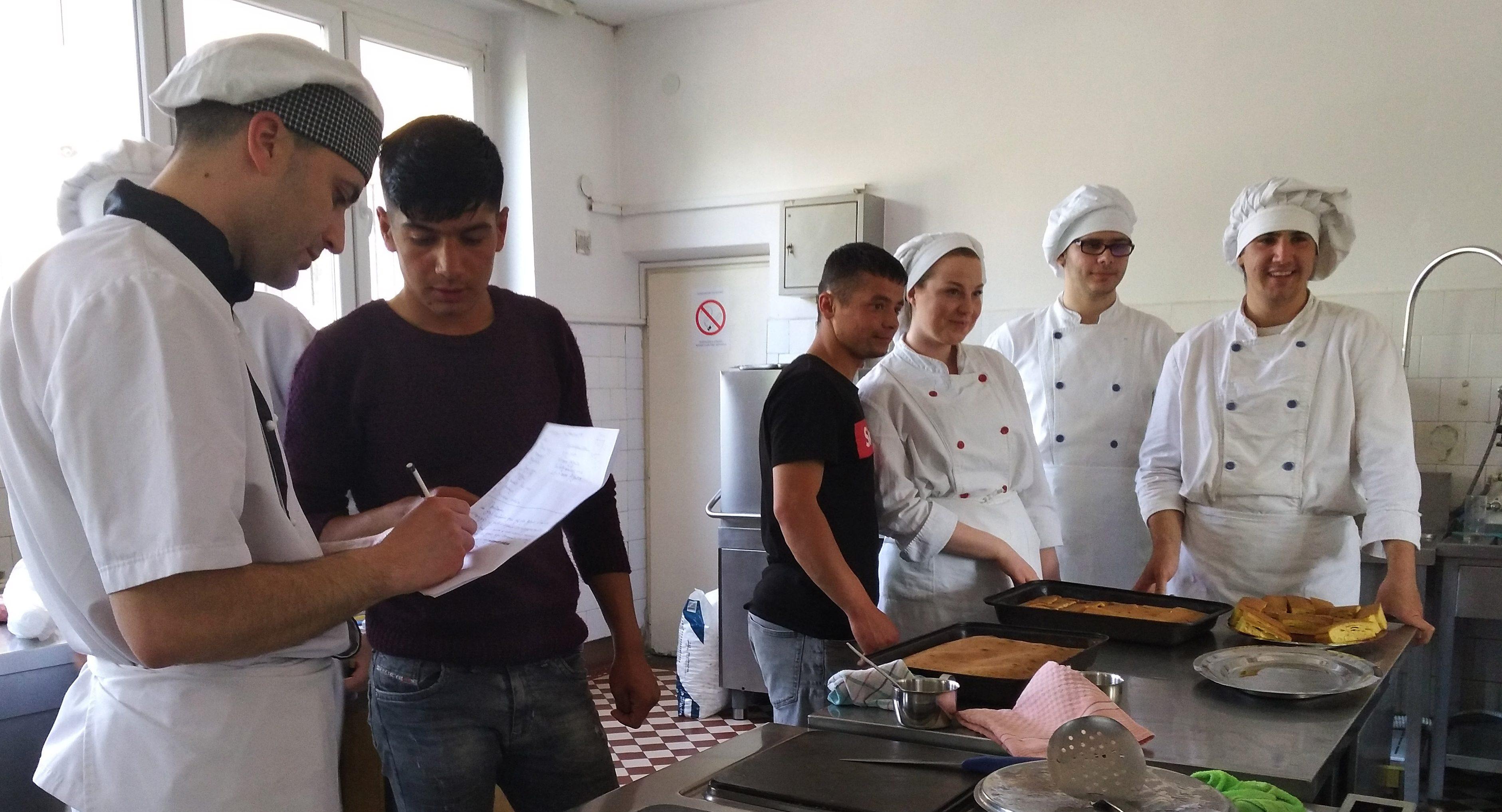 """Radionica """"Kreativna gastronomija"""" za mlade migrante u Nišu"""
