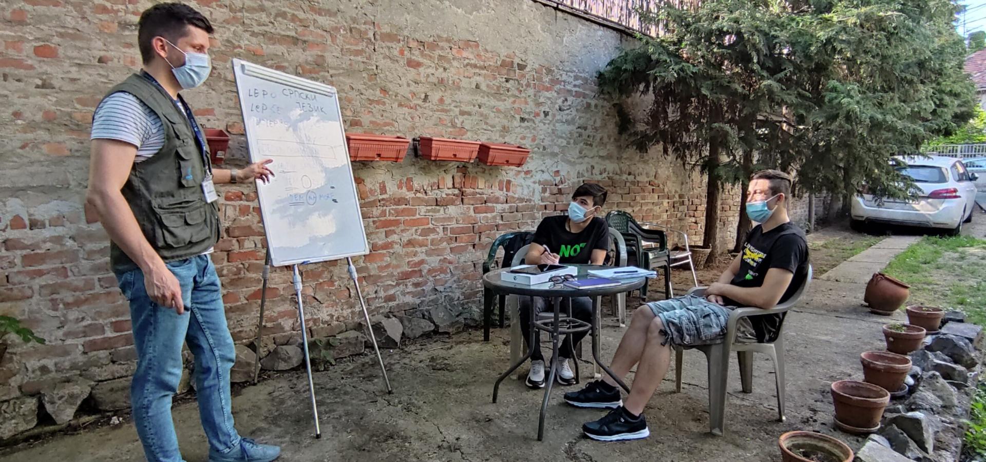 Časovi jezika pomažu mladim izbeglicama da se brže integrišu u srpsko društvo